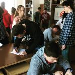 Fotografia študentov pracujúcich na projekte Víta vás EduEra!.