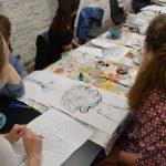 Fotografia účastníkov semináru EduEgo a ID, ktorí kreslia.
