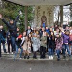Spoločná fotografia pracovníkov na projekte Colours of youth work s mládežou v Bardejove.