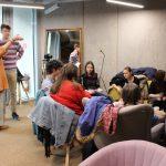 Fotografia skupiny účastníkov projektu Spread the word diskutujúcich v kruhu.
