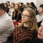 Účastníci projektu Spread the word počúvajú výklad prednášajúceho.